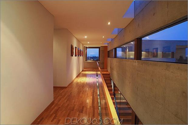 Hof-Haus-mit-Glas-Untergeschoss-und-Beton-Ober-10.jpg
