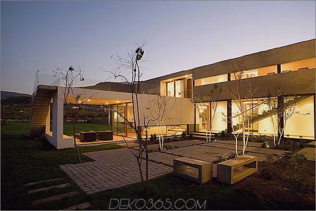 Hofhaus-mit-Glas-Untergeschoss-und-Beton-Ober-11.jpg