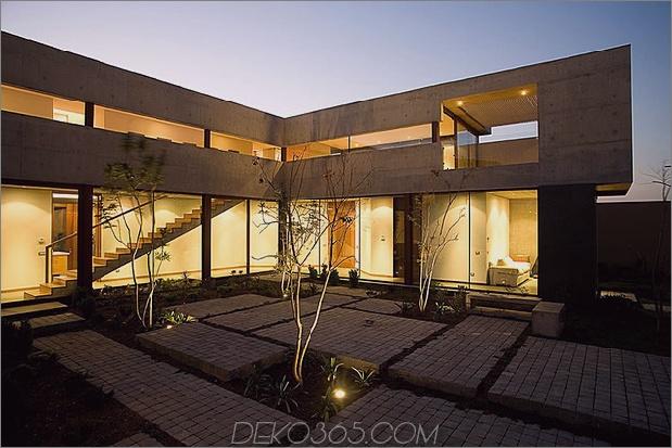 Hofhaus-mit-Glas-Untergeschoss-und-Beton-Ober-12.jpg