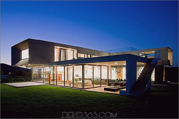 Hof-Haus-mit-Glas-Untergeschoss-und-Beton-Ober-13.jpg