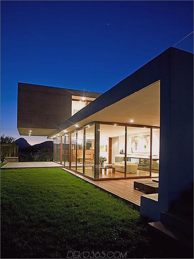 Hof-Haus-mit-Glas-Untergeschoss-und-Beton-Ober-14.jpg