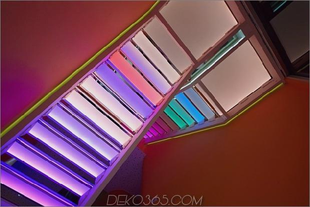 ultramodernes-haus-mit-lebendiger-beleuchtung-design-fokus-16-stufen-rainbow-up.jpg