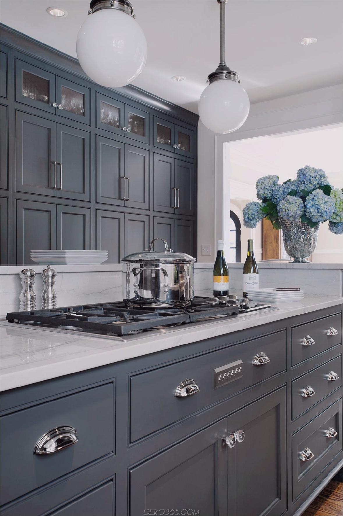 anthrazitfarbene Schränke Umfassen Sie Ihre kleine Küche mit diesen Dekorationsideen