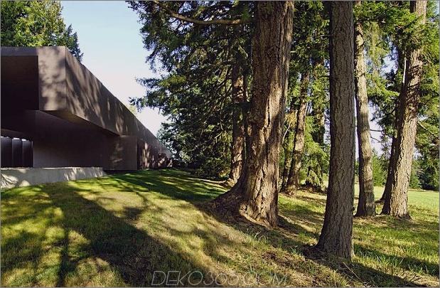 Ungewöhnliches-lineares Haus-mit-offen-breezeway-und-leuchtende Decke-3.jpg
