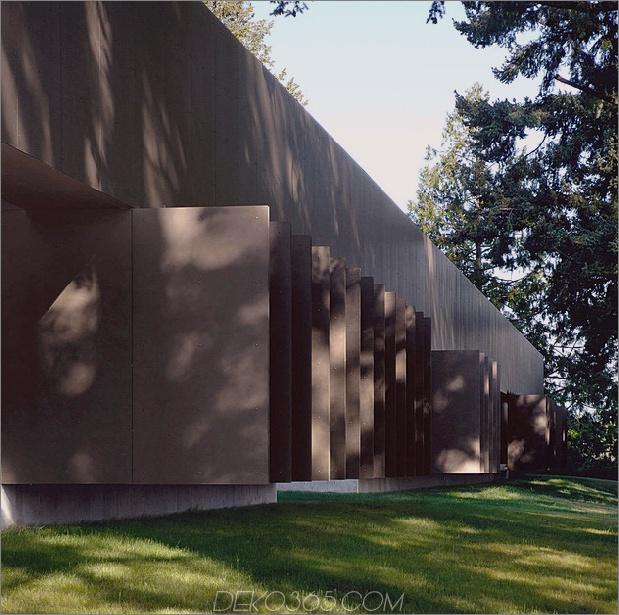 Ungewöhnliches lineares Haus mit offener Breezeway-und-Lichtdecke-4.jpg