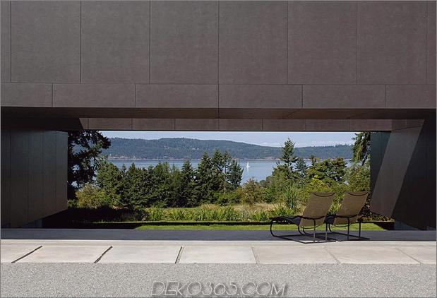 Ungewöhnliches lineares Haus mit offener Breezeway-und-Lichtdecke-6.jpg