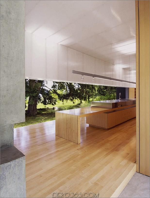 Ungewöhnliches lineares Haus mit offener Breezeway-und-Lichtdecke-8.jpg