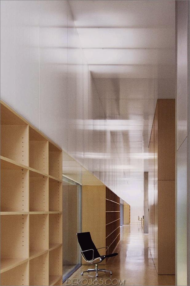 Ungewöhnlich-lineares Haus-mit-offener-Breezeway-und-Lichtdecke-11.jpg