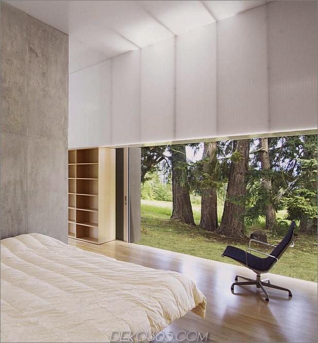 Ungewöhnliches lineares Haus-mit-offener-Breezeway-und-Lichtdecke-12.jpg