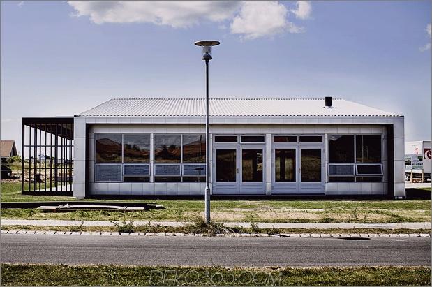 Passivhaus-aus-Versand-Behältern-und-Recycling-Materialien-3.jpg