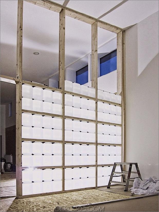 Passivhaus aus Versandbehältern und Recyclingmaterialien 17.jpg