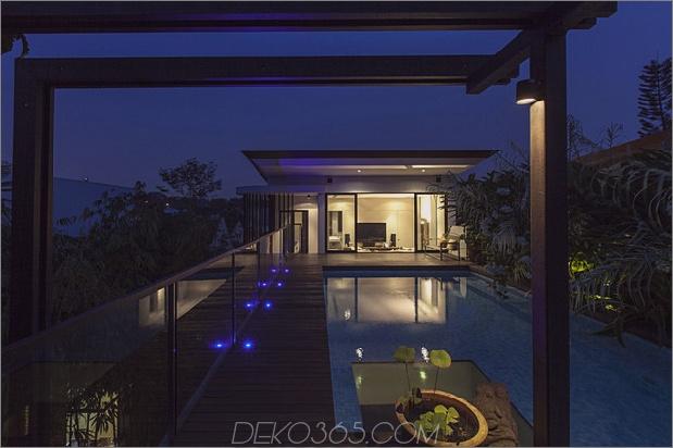 üppige Gärten-Peekaboo-Dach-Pool-definieren-zeitgenössisch-home-14-Dach-Nacht.jpg