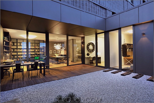 artsy-elements-apartment-fun-funktional-12-atrium.jpg
