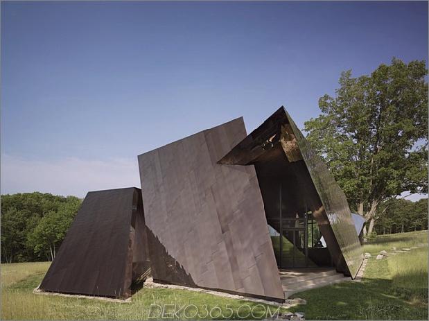 verdreht-reflektierendes Haus-mit-Winkel-Wände-und-Decken-3.jpg