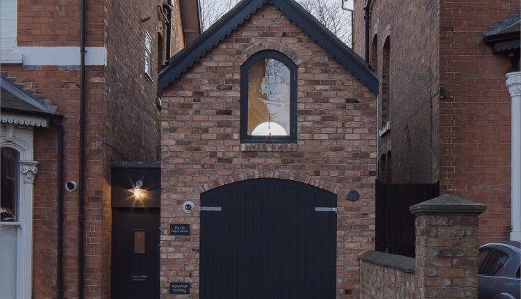 Verfallenes Kutscherhaus in ein kleines Haus mit Loft umgewandelt_5c58b639c371c.jpg