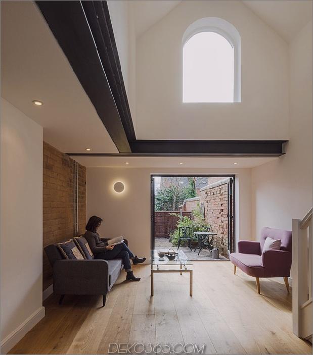 7-baufälliges Wohnhaus-Dachgeschoss.jpg