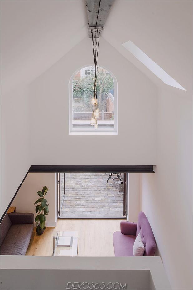 11-baufälliges Wohnhaus-Dachgeschoss.jpg