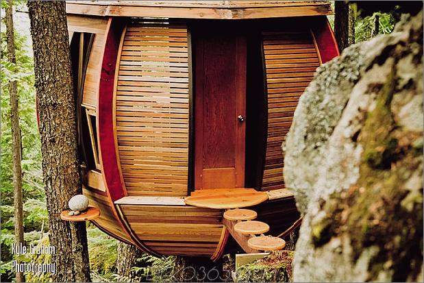 Aufgehängte-Holz-Pod-Kabine-um-Baumstamm-5-entry-path.jpg