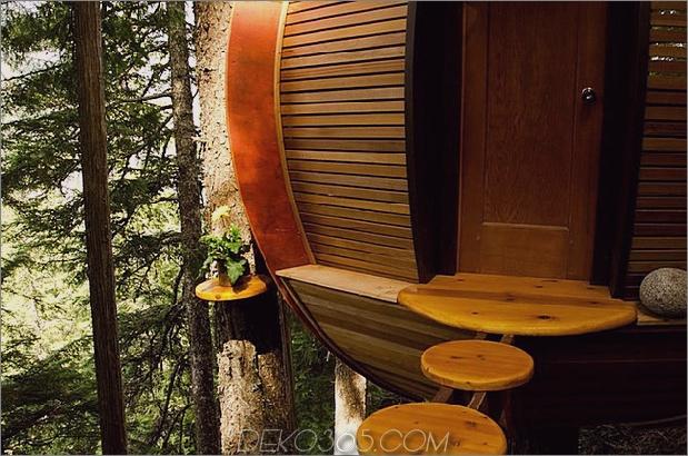 Aufgehängte-Holz-Pod-Kabine-um-Baumstamm-6-Eingang-bottom.jpg