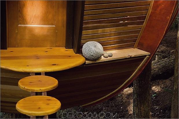 Aufgehängte-Holz-Pod-Kabine-um-Baum-Stamm-7-Rock-Leiste-close.jpg