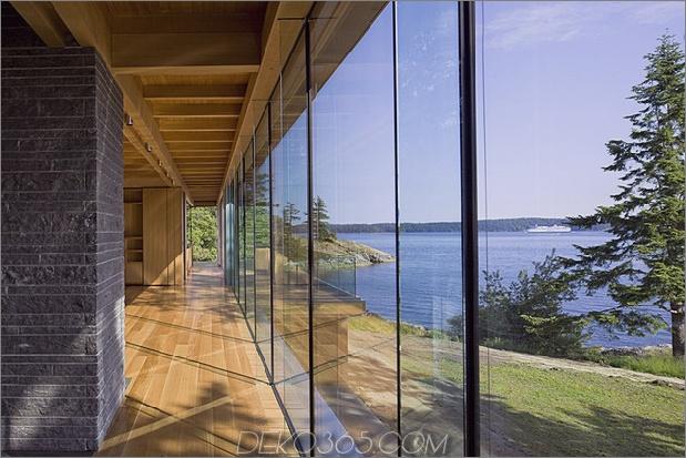 weiträumige-facettenreiche-kanadische-home-features-glas-allseiten-12-glass-wall.jpg
