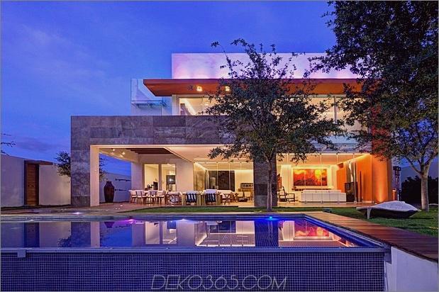 Vielfältige luxuriöse Akzente in einem offenen Hausdesign 1 Pool gerade thumb 630x419 21051 Vielfältige luxuriöse Akzente im komplexen Open House-Design