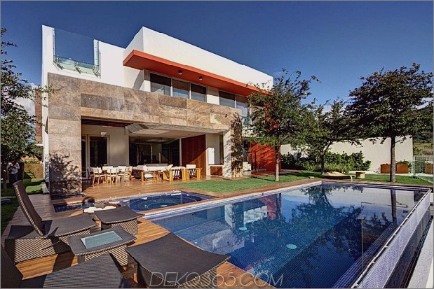 diverse -luxus-touches-in-complex-open-house-design-3-pool-angle.jpg