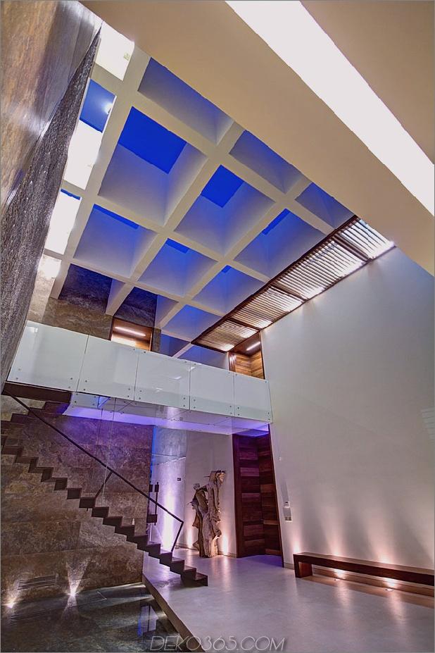 vielfältig-luxus-touches-in-complex-open-house-design-13-oberlicht-angle.jpg