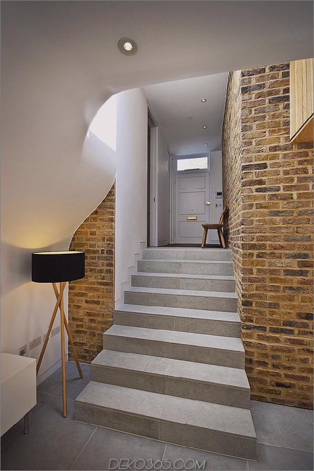 victorian-home-in-london-gets-kurvaceous-bodacious-extension-7.jpg