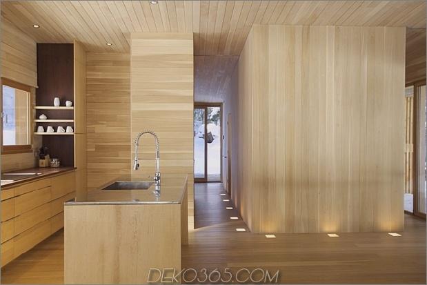 Wald-Flucht-Hütte-dominiert von warmen Holzbrettern-7-Küche-Flur.jpg