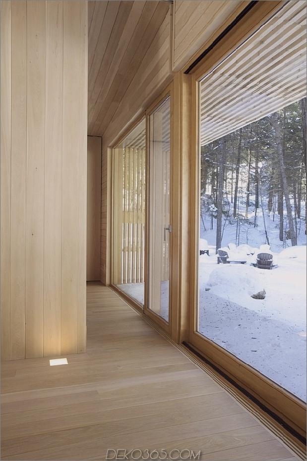 Wald-Flucht-Kabine-dominiert von warmen Holzbrettern-8-Fenster-Wand.jpg