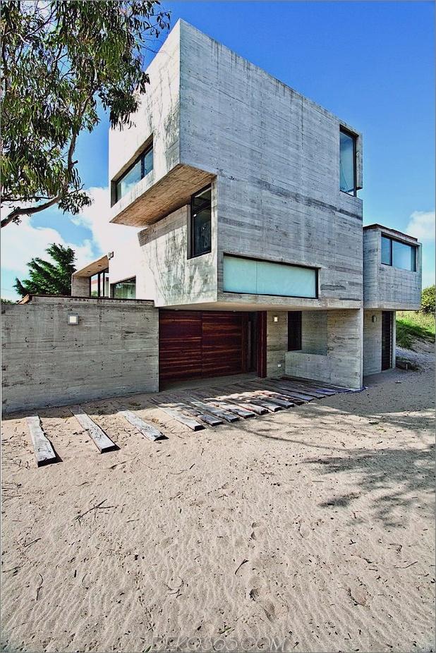 wartungsarmes Beton-Strandhaus-3-Einfahrt.jpg