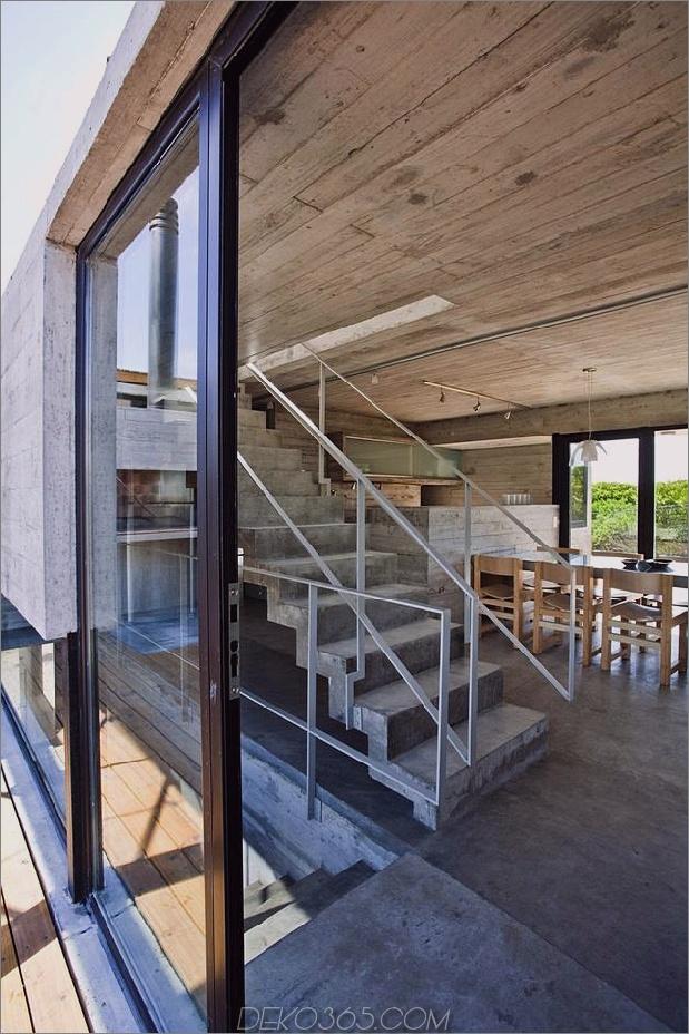 wartungsarm aus beton-strandhaus-7-treppenlandung.jpg