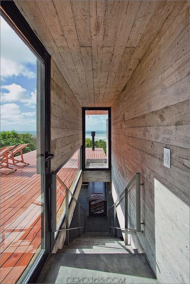 wartungsarmes Beton-Strandhaus-16-upstairs.jpg