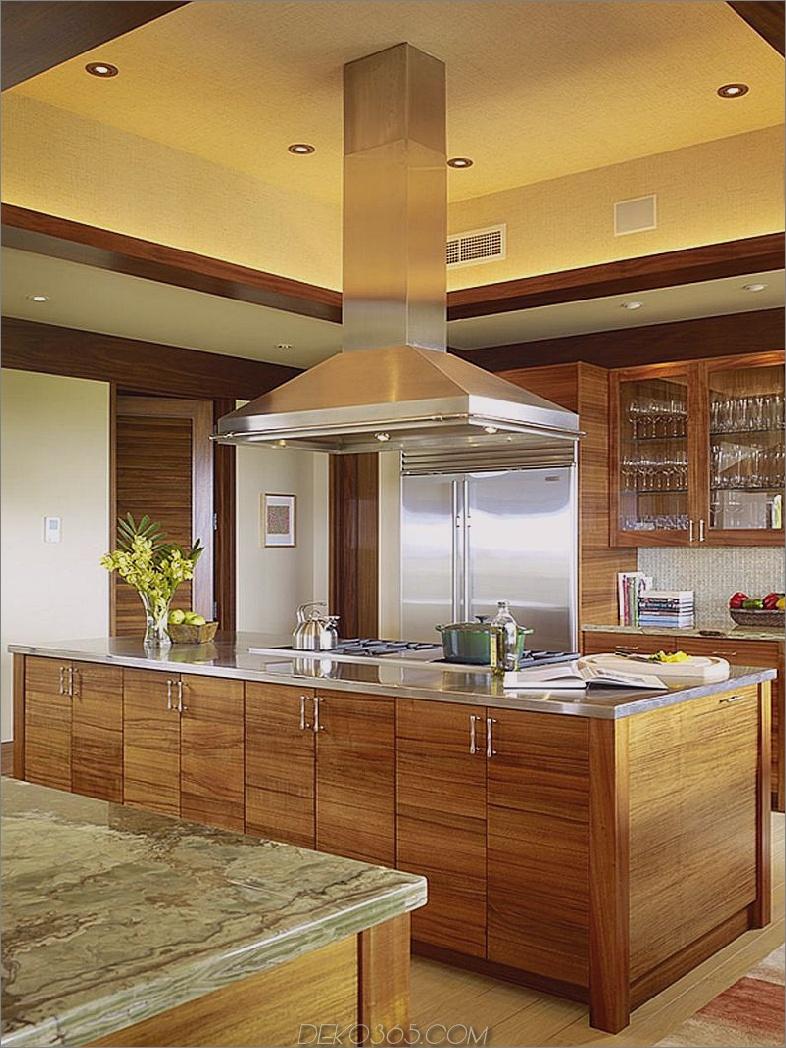 Pekannuss-Kabinette mit goldenen Wänden und Olivenmarmor