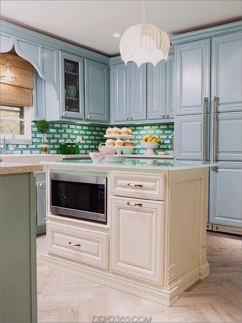 Powder Blue Kitchen mit blau grünem weißem Glasfliesensplash