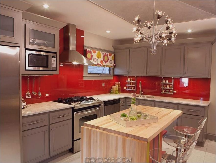 Rote und graue Küche mit Metzgerblockinsel