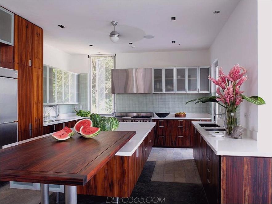Weiße Küche mit Kirschkabinetten