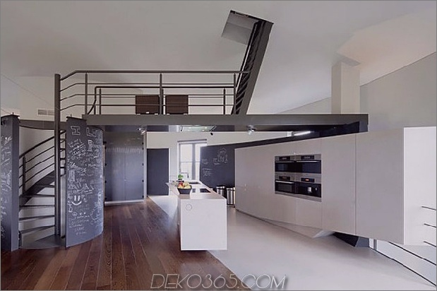 Wasserturm-umgebaute-private-Residenz-4-Wohnzone.jpg