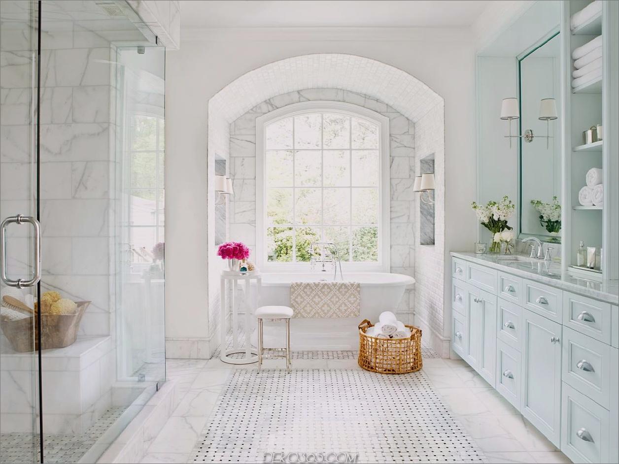 Marmor-Extravaganz-Badezimmer Weiße Badezimmer-Designs, die Ihre nächsten Renovierungen inspirieren werden
