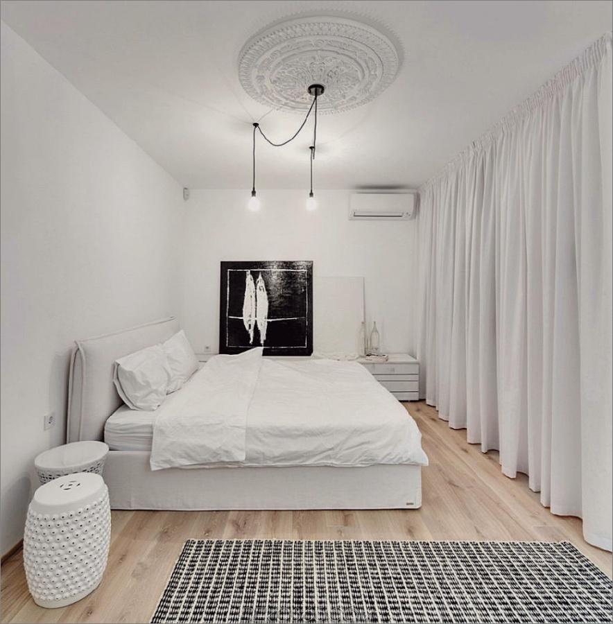 Weiße Wohnung in Kiew spricht für einfarbiges Design_5c58e35784cdb.jpg
