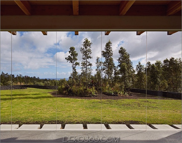 cool-beton-haus-mit-glas-wänden-fängt-outdoor-living-9.jpg auf