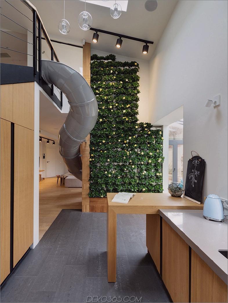 Wohnung mit Rutsche und vertikalem Garten
