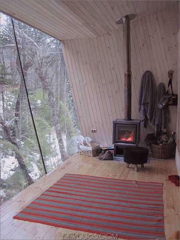 Winterhütte-Zugang-erhöhte-Gehweg-9-Kamin.jpg