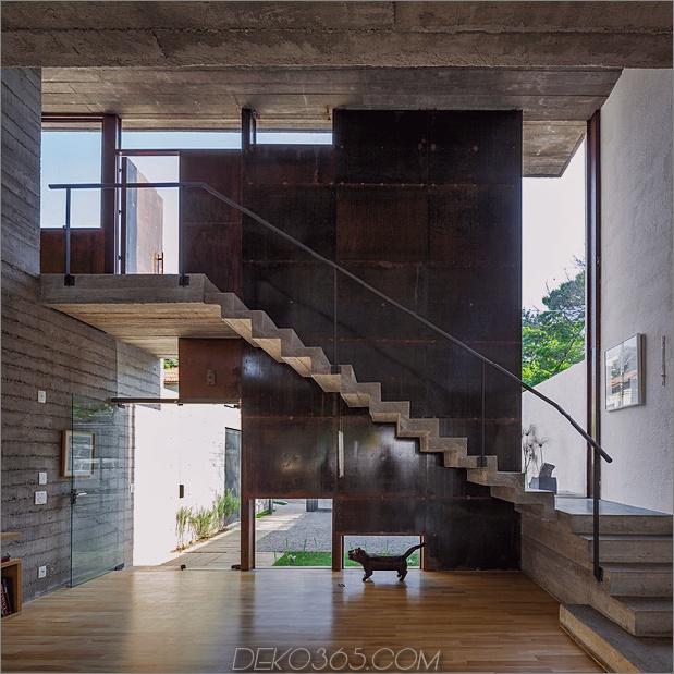 Hinterhof-Büro-Dach-Deck-Arbeit-Spiel-21-Treppen.jpg