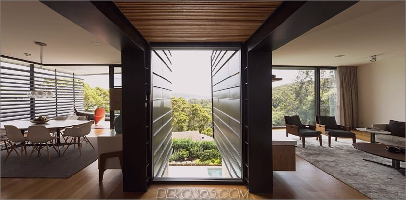 Wandgroße Fenster bringen Luft in den Übergangsraum