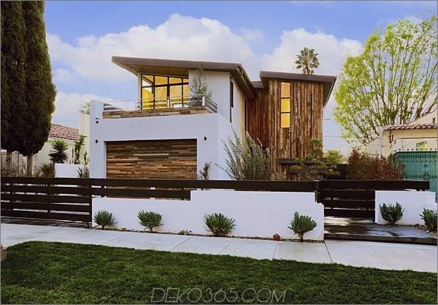 Zeitgenössisches Haus mit Pool hat Schwarz-Weiß-Interieur_5c598f741f992.jpg