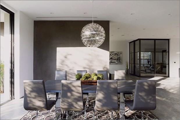 Zeitgenössisches Haus mit Pool hat Schwarz-Weiß-Interieur_5c598f76ab727.jpg