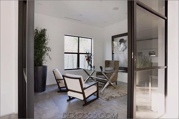Zeitgenössisches Haus mit Pool hat Schwarz-Weiß-Interieur_5c598f7720f44.jpg