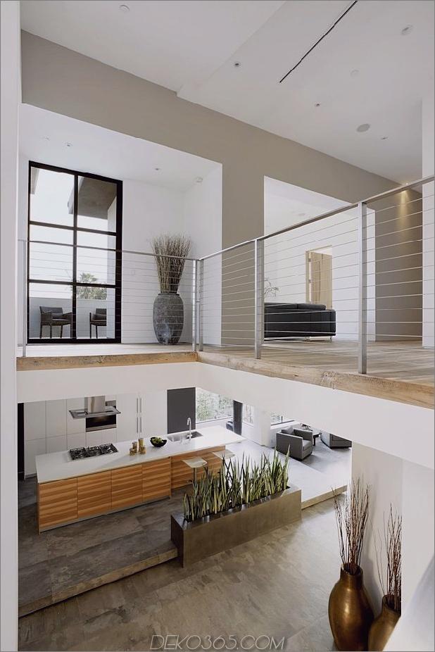 Zeitgenössisches Haus mit Pool hat Schwarz-Weiß-Interieur_5c598f7d2ead8.jpg